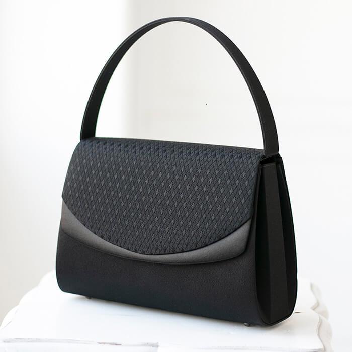 東京ソワールのおすすめフォーマルバッグ、米沢織のブラックバッグ