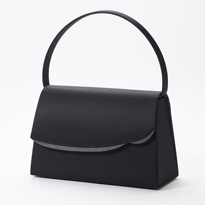 東京ソワールのおすすめフォーマルバッグ、変形スカラップのブラックフォーマルバッグ